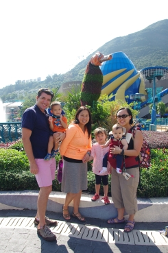 Hong Kong's Ocean Park with Auntie Son Son, Luca and Amelia